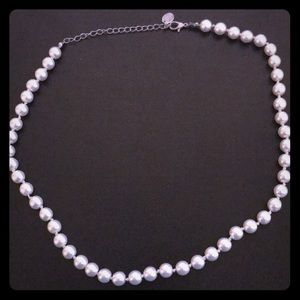 Jewelry - Fake pearl necklace